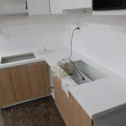 đá ốp bếp trắng sứ ý