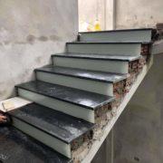 đá ốp lát cầu thang nhà phố anh Quang