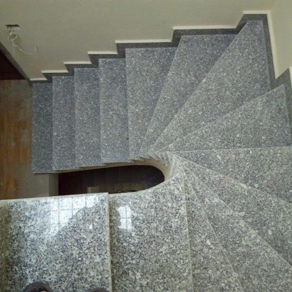 đá ốp cầu thang trắng suối lau
