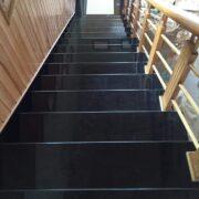 đá đen ốp cầu thang