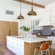 đá ốp phòng bếp màu trắng