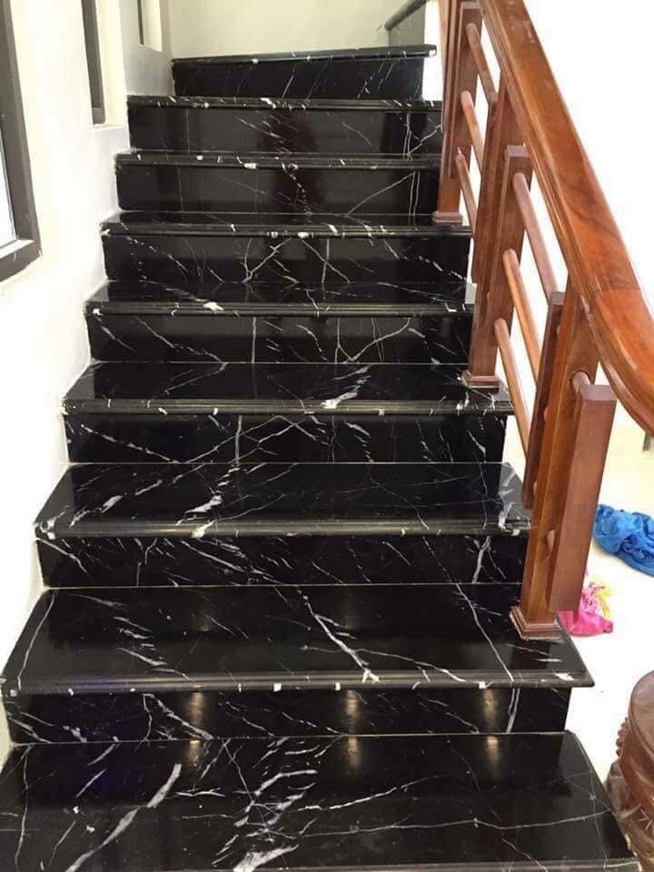 đá đen tia chớp ốp cầu thang