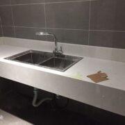 Đá trắng sứ dẻo nhân tạo ốp lavabo – mã số 10