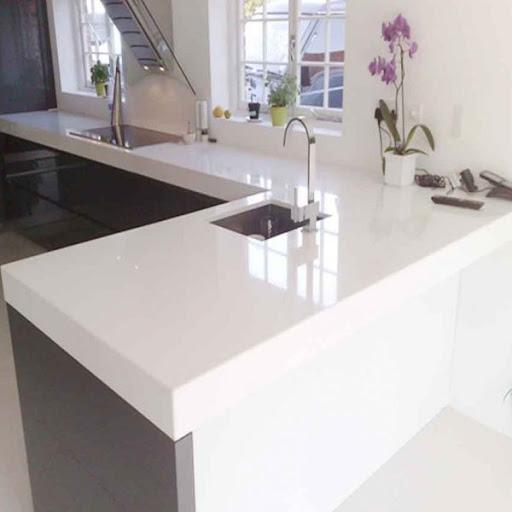 đá trắng sứ ốp bàn bếp