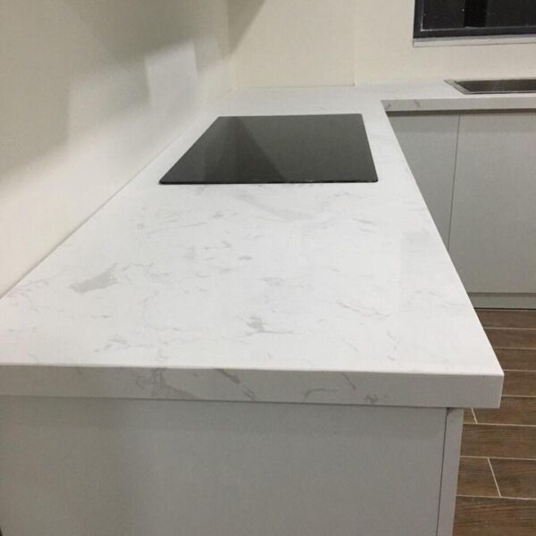 đá trắng ý nhân tạo ốp bếp