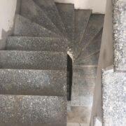 đá màu tím ốp cầu thang