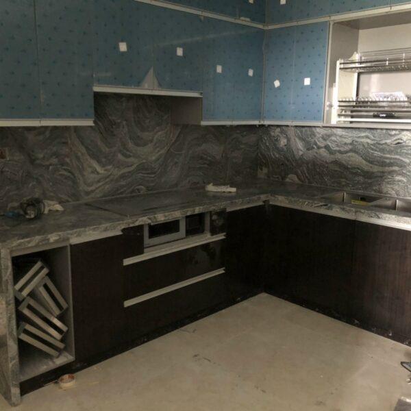 đá trắng sa mạc ốp mặt bàn bếp
